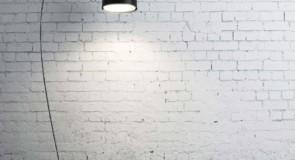 حوارية الجدران والسجين بصوتي
